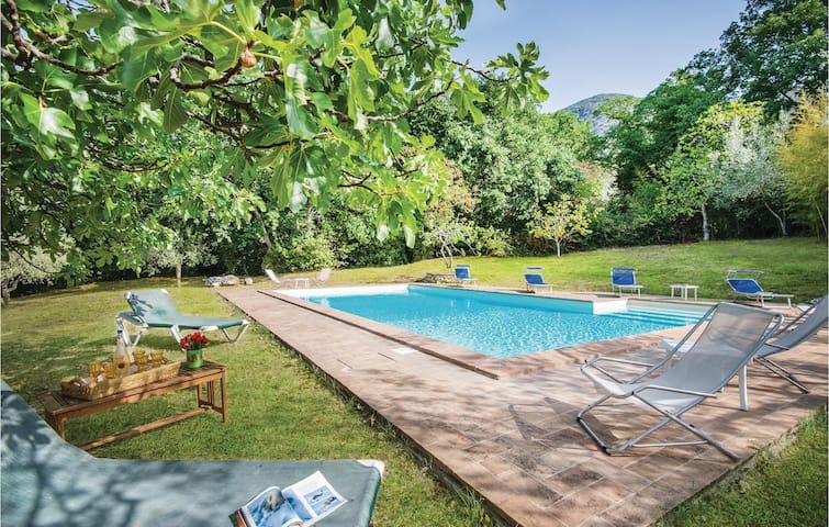 Holiday cottage with 4 bedrooms on 240m² in Terni TR