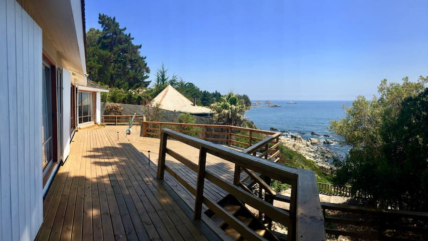 Amplia casa frente al mar en playa grande Quintay