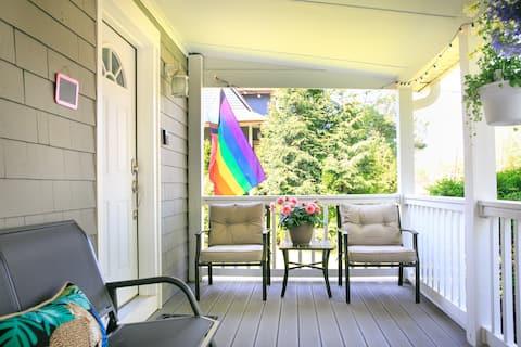 Modern full amenities,  cool yard: The Pink Garden