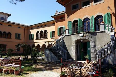 """Tuscany house: """"il pittore"""" - Pescia - Villa"""