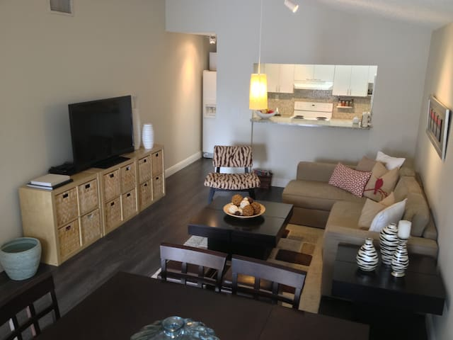 Beautiful 2 bed & 1 bath - Self Check In/Out