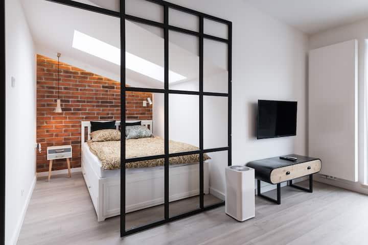 Designer studio: Self Check-in, air purifier, A/C