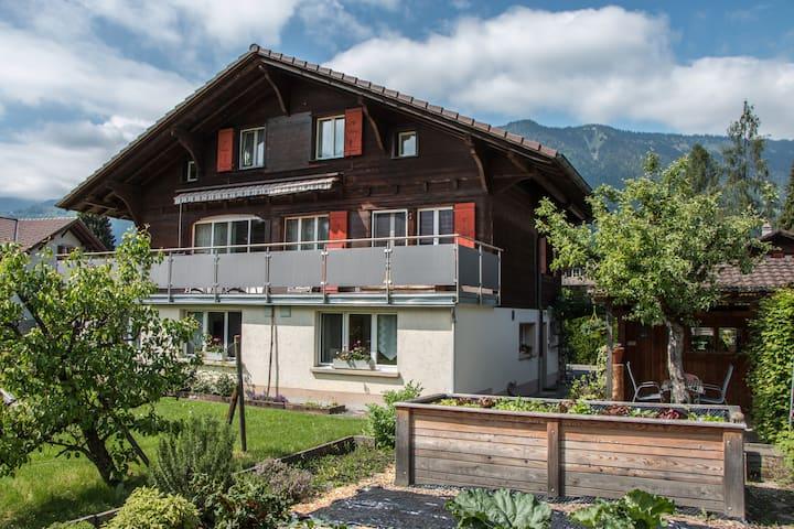 2 Zimmer Wohnung in Swiss-Chalet