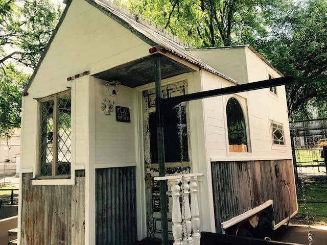 Stay on the Comal River, Glamping NB - 新布勞恩費爾斯(New Braufels) - 其它