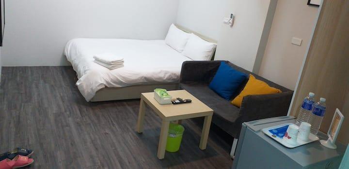 豐原火車站【簡單,旅  】 近廟東夜市  ,舒適雙人房可自己入住