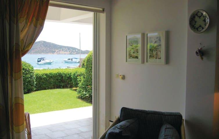 Seaside Apartment in Porto Rafti near Airport