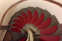 This heritage-protected stairwell from 1598 is the reason why there is no lift in the building