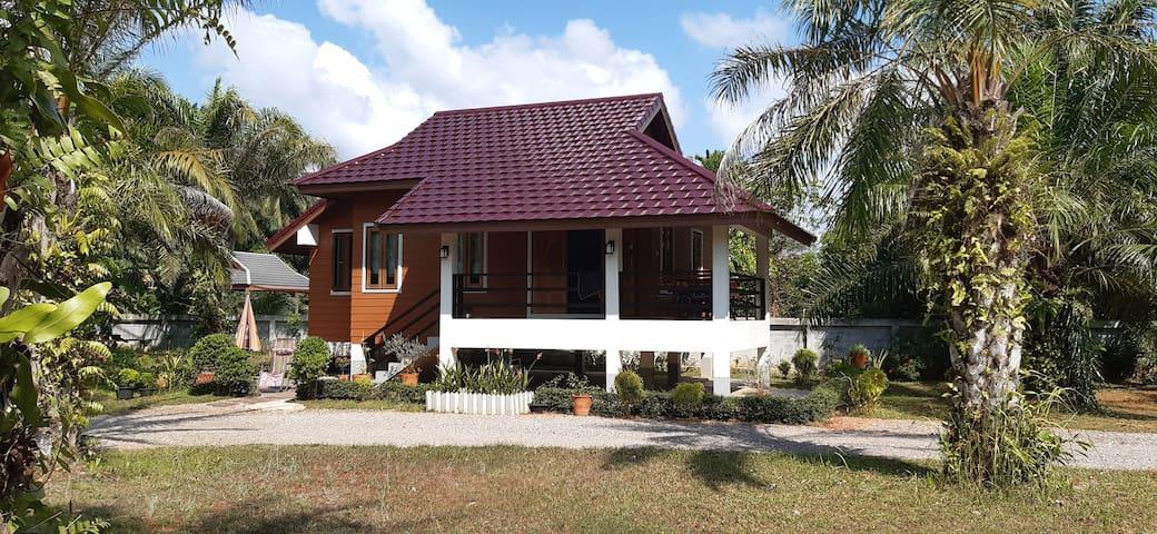 Namog House B, Thung Whua Laen beach, Saphli.