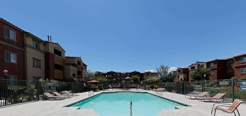 Las Vegas SW-1bd-Parking -Pool- 10 min to Strip-
