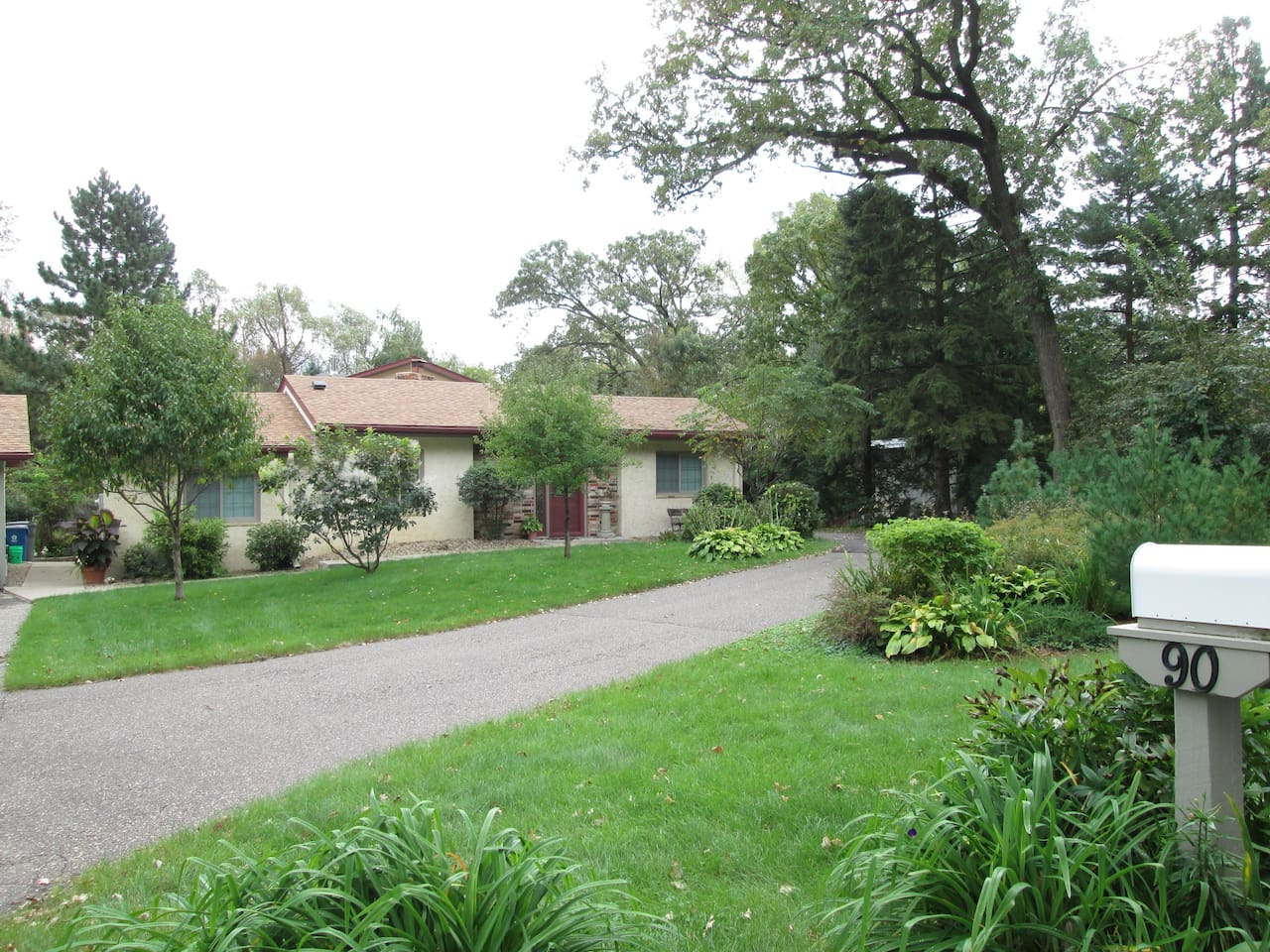 """""""b.r.guest suite"""" Welcome to cozy! Driveway in front of garage door is for your vehicle parking. Cross yard driveway is for our use only. Call & I'll greet you regardless of time or weather. Main level living. Mature gardens & trees. See you soon."""