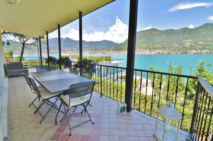 Amazing villa with great lake view near the shore