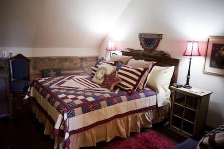 Main Street Bed and Breakfast - America Room