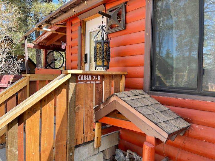 7-B No fee Camping Cabin for 2 Kitchen King Bed