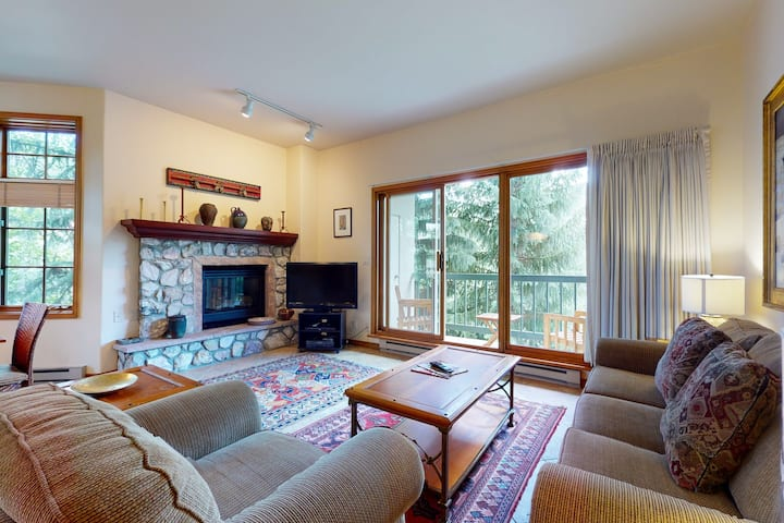 Modern, ski-in/out condo w/ gas fireplace, WiFi, W/D & shared pool and hot tub!