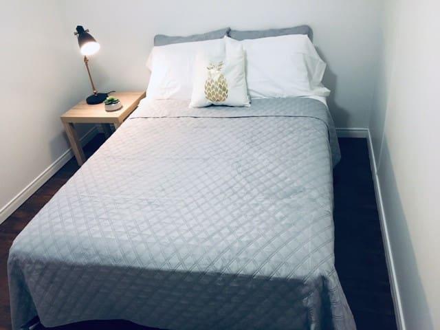 Belle chambre à louer au centre-ville de Val d'Or