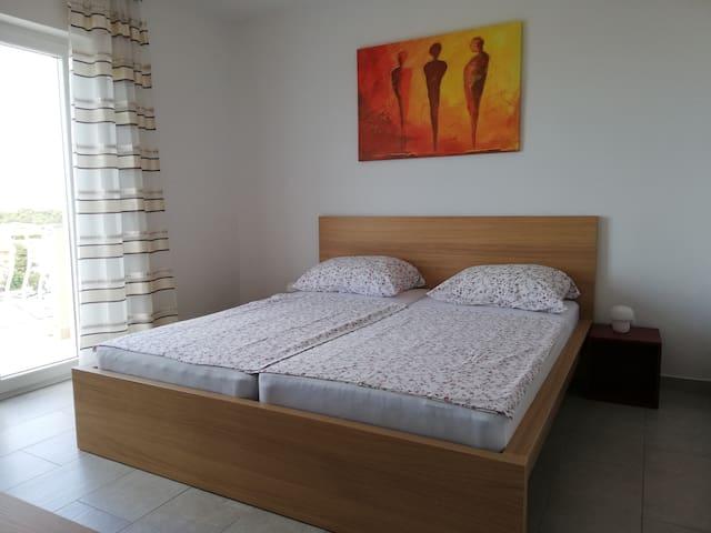 Doppelzimmer mit Bad und Balkon mit Meerblick