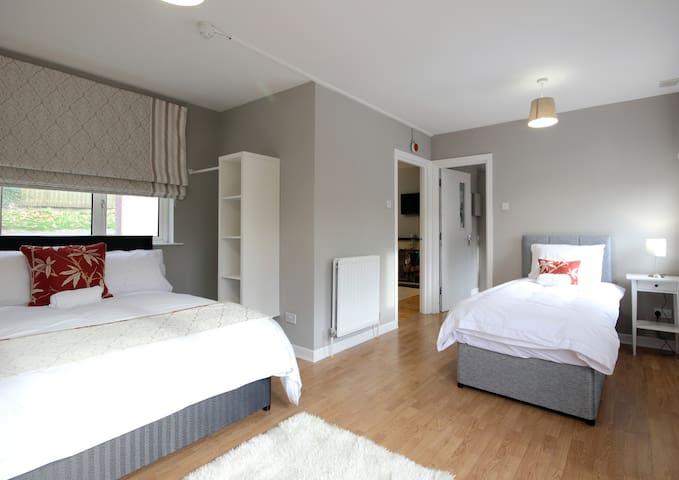 Exclusive Apartment Suite near Town Centre