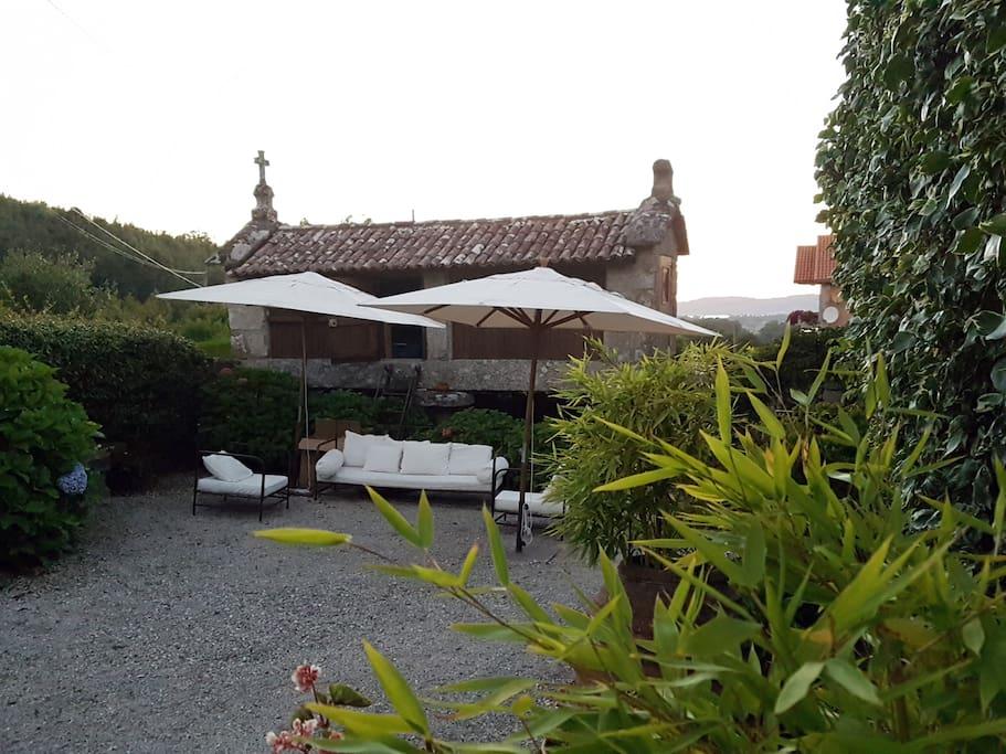 Jardín de acceso- Horreo