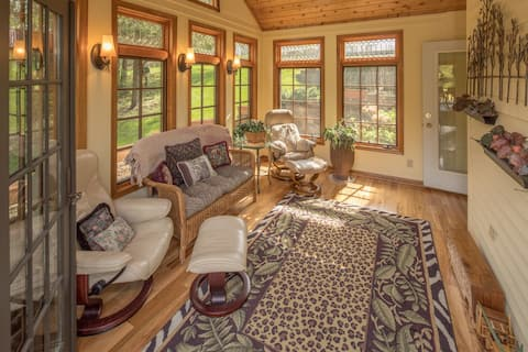 Beautiful Cottage with Sunroom.  Near Pool