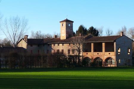 Antica grande cascina in Monferrato