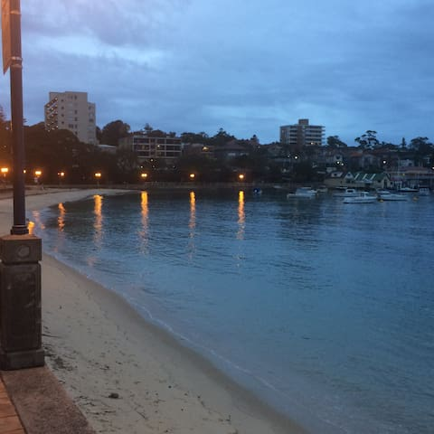 MANLY BEACH - CHIC CAFE LIFESTYLE