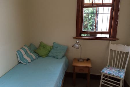 Sea Point self-catering flatlet - Rumah