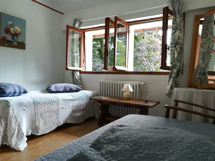"""Chambre """"bleue"""" dans charmant Cottage"""
