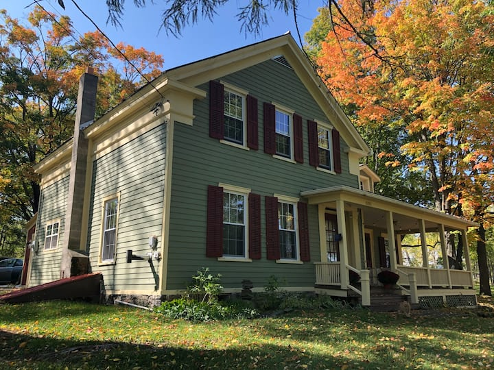 Beautiful 1830's farmhouse 15 minutes to Ithaca