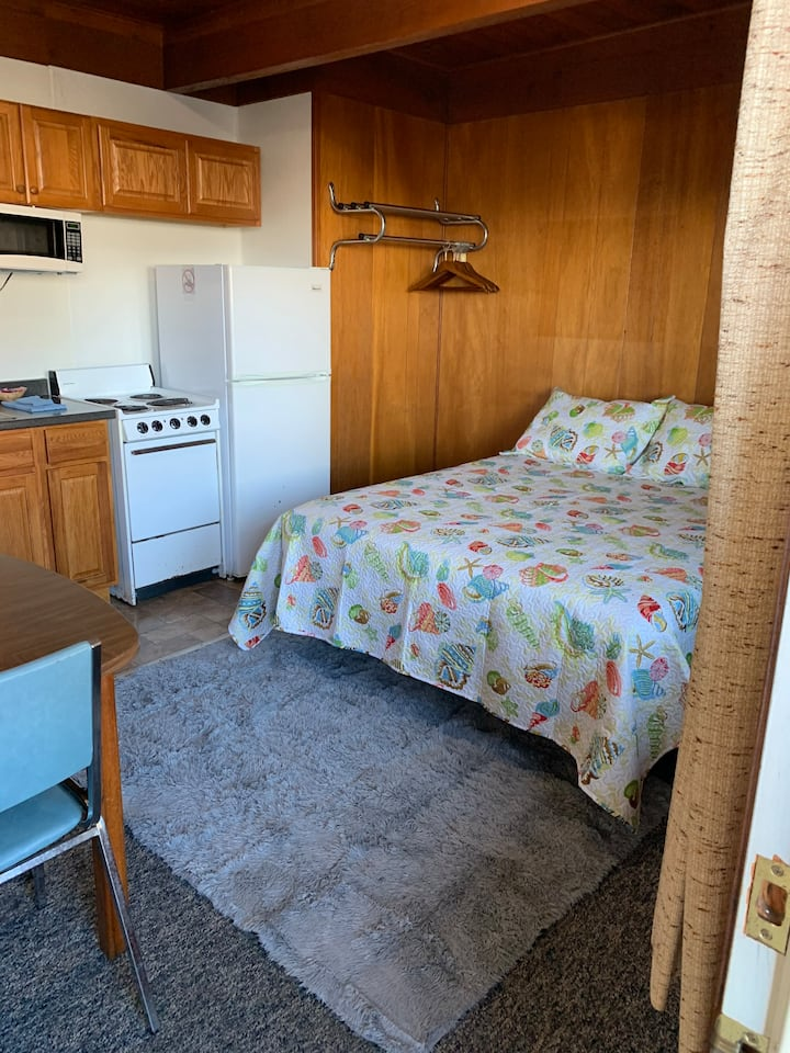 2 Bedroom Suite w/ Full Kitchen Sekiu, WA - G