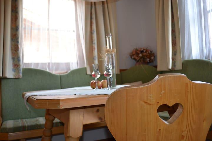Stoanahof /Urlaub am Bauernhof/ Zimmer Sonnberg - Virgen - Bed & Breakfast