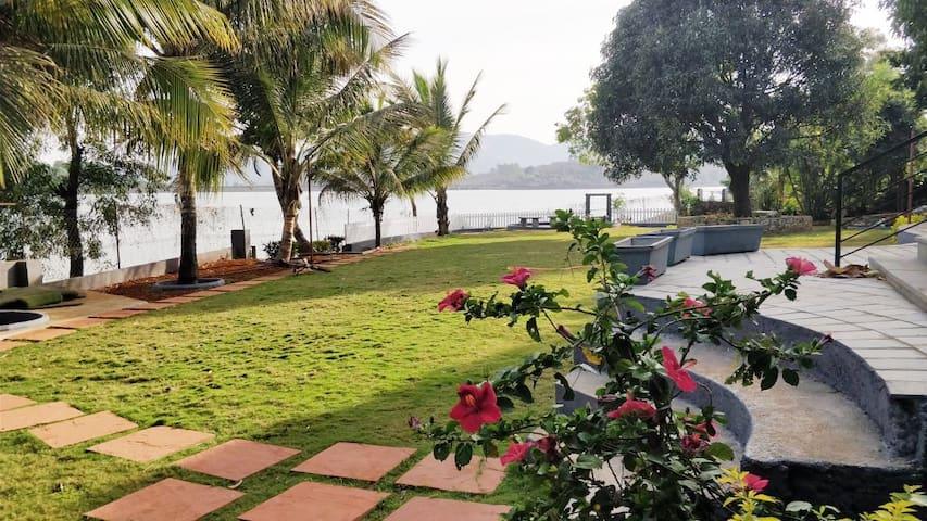 Lake Escape - Kamshet ( A Vegetarian Villa)