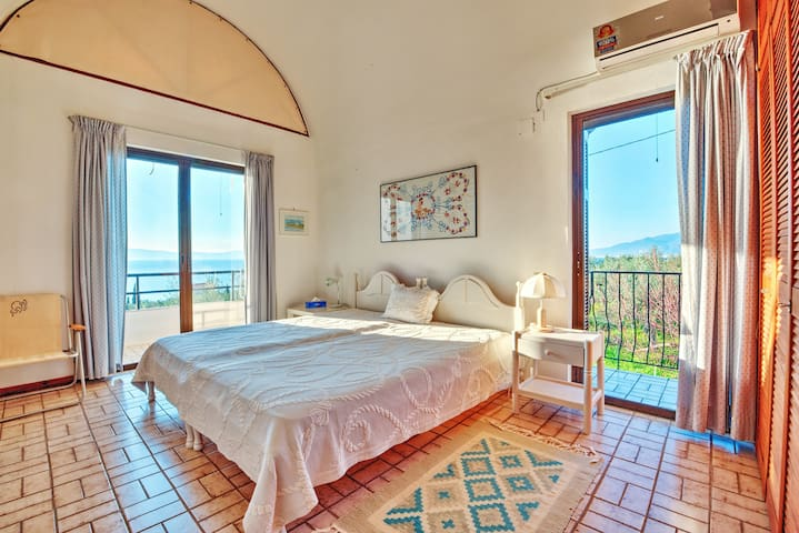 Villa Santava, Private Room 1 - Kalamata - Hus