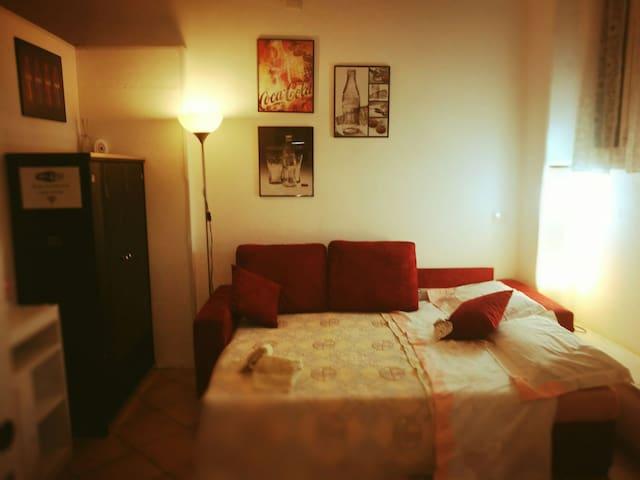 DOUBLE ROOM WITH PRIVATE BATH IN ROME- PIGNETO - Roma - Casa