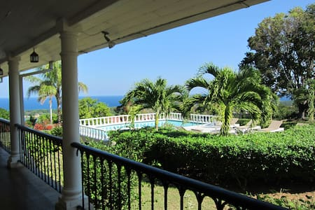 Mount Corbett estate overlooking Discovery Bay - Discovery Bay