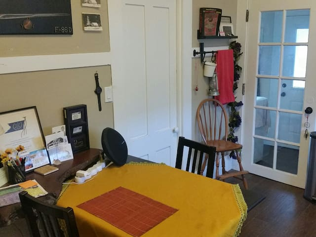Chesbro House #1 ... small room with queen airbed - Gilroy - Haus