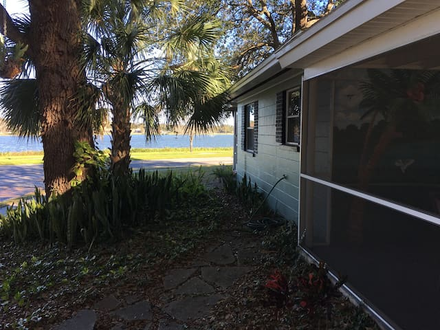 Lake view Bungalow in Dixieland - Lakeland - Huis