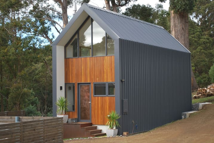 Architect designed mountain bungalow. - South Hobart - Domek parterowy