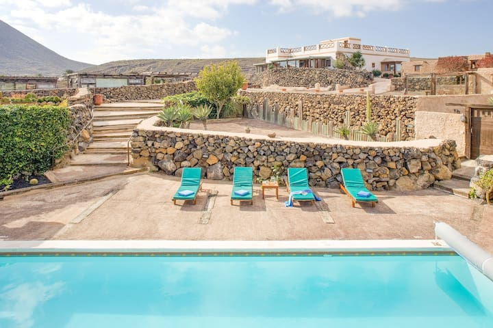 Dog-friendly apartment w/ shared pool & and stunning volcano views!