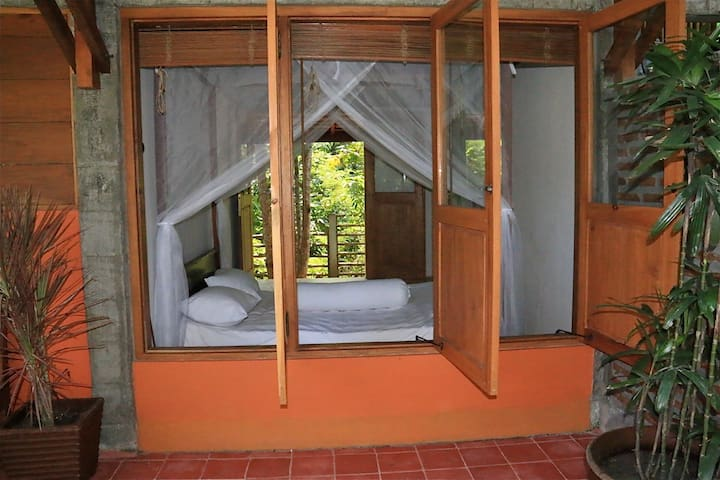 Room with view, kitchen, hot water, unlimited wifi - Yogyakarta - Bungalov