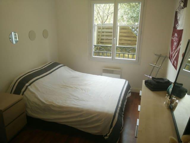 Double bedroom in great location - Talence - Lakás