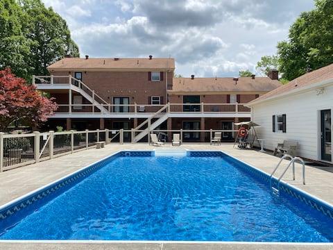 The Franklin Estate - Suite E- Private Apt-KingBed