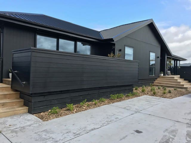 Modern, private studio apartment at Waihi Beach.
