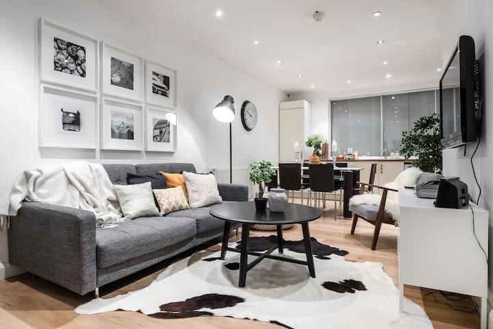 Centre of Soho - Amazing 2 bedroom flat!