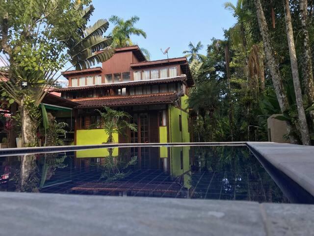 Casa Jurassic Park - Piscina Privativa e Wi-Fi