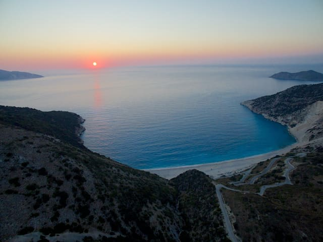 Studio apartments a breath away from Myrtos beach