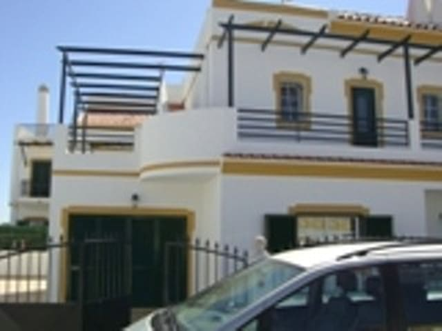V3 Horta - Monte Gordo - Dům