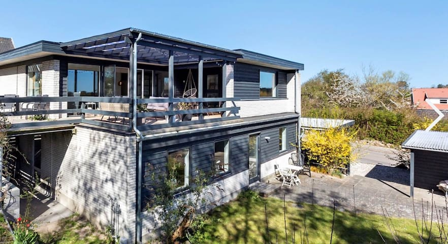 Nyistandsat feriebolig med egen terrasse