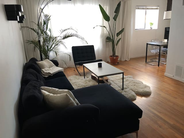 Center of West Hollywood 1 bedroom Apartment