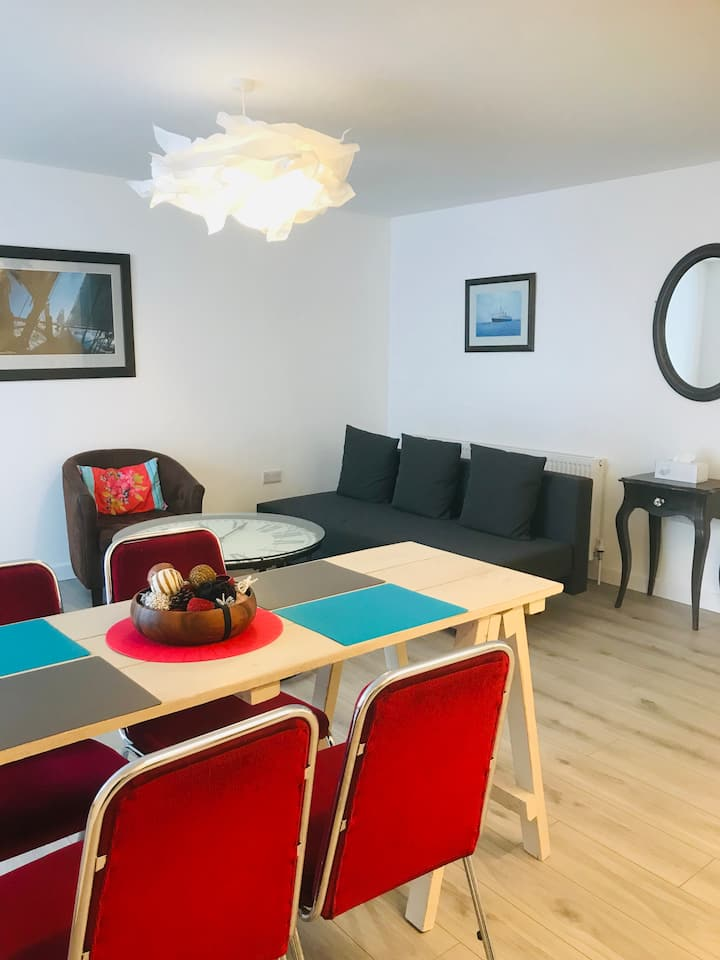 New 1 Bed Flat next to Tunnel Beaches with Parking