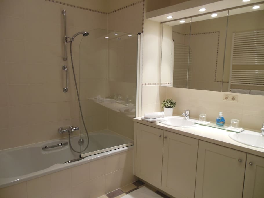 YOUR PRIVATE ENSUITE BATHROOM WITH SHOWER
